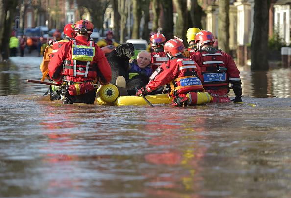 Rescue Worker「Major Incident Declared As Storm Desmond Wreaks Havoc In Cumbria」:写真・画像(16)[壁紙.com]
