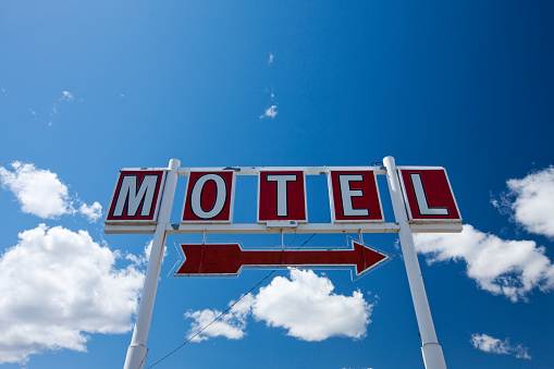 Motel「Motel sign along I-90 in Montana」:スマホ壁紙(18)