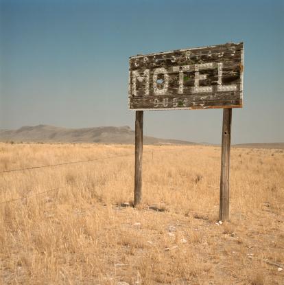 Motel「Motel sign in desert」:スマホ壁紙(5)