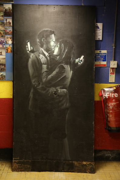 Wireless Technology「Banksy Artwork Mobile Lovers Could Help Bristol Youth Club」:写真・画像(3)[壁紙.com]