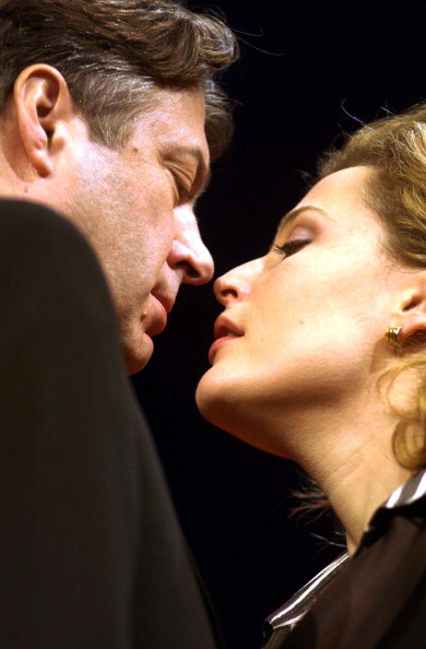 Photoshot「The latest Hollywood star to take to the London stage is Gillian Anderson star of the X-Files. Gillian co-stars with Roger Allam in the play 'What the Night is For' at the Comedy Theatre and opens on 27th November 2002.」:写真・画像(11)[壁紙.com]
