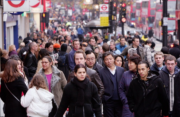 Street「Christmas Shoppers Hunt For Last Minute Gifts」:写真・画像(16)[壁紙.com]