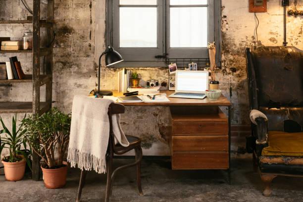 Old desk with laptop in a loft:スマホ壁紙(壁紙.com)