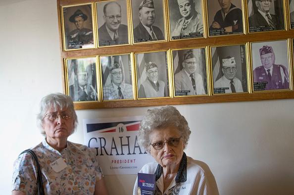 2016年米大統領選 共和党候補「GOP Presidential Candidate Lindsey Graham Visits VFW Post In Iowa」:写真・画像(12)[壁紙.com]