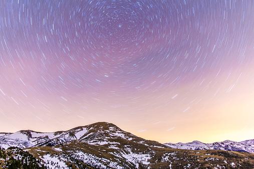 star sky「Spain, Catalonia, Gerona, Pyrenees, Star trail above snowcapped mountain range」:スマホ壁紙(3)