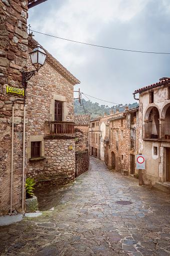 Dirt Road「Spain, Catalonia, Mura, alley in medieval old town」:スマホ壁紙(13)