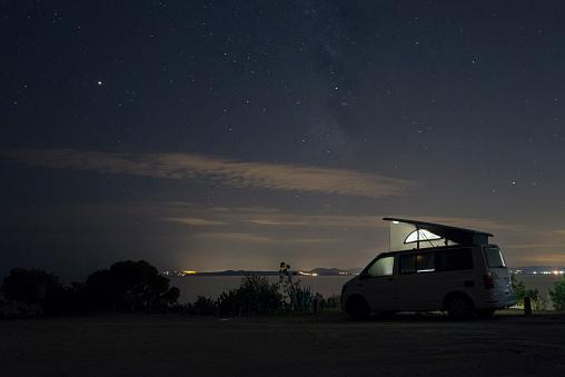 Starry sky「Spain, Catalonia, Costa Brava, Barcelona, camper at night, milky way」:スマホ壁紙(18)
