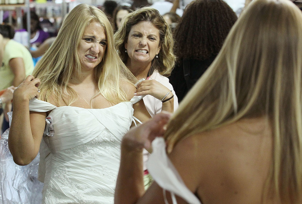 "Bride「Bargain Wedding Dresses Inspire ""Running Of The Brides""」:写真・画像(14)[壁紙.com]"