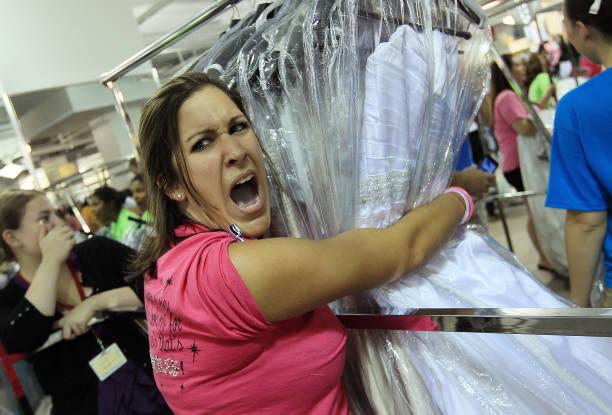 "Bargain Wedding Dresses Inspire ""Running Of The Brides"":ニュース(壁紙.com)"