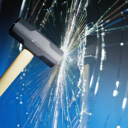 Broken「Sledgehammer Hitting Glass」:スマホ壁紙(17)