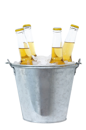 Bucket「Four beer bottles in ice in a metal bucket 」:スマホ壁紙(15)