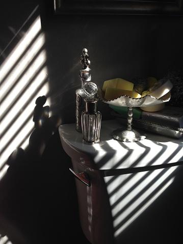 盆「Dark Still life with shadows」:スマホ壁紙(13)