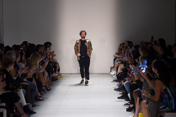 Large Group Of People「Marcel Ostertag - Front Row - September 2016 - New York Fashion Week: The Shows」:写真・画像(11)[壁紙.com]