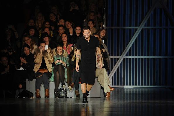 Gratitude「Louis Vuitton: Runway - Paris Fashion Week Womenswear Fall/Winter 2012」:写真・画像(14)[壁紙.com]