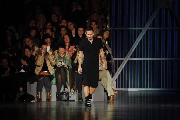 Gratitude「Louis Vuitton: Runway - Paris Fashion Week Womenswear Fall/Winter 2012」:写真・画像(15)[壁紙.com]