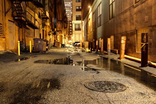 雨「ダーク市街地の道路」:スマホ壁紙(0)