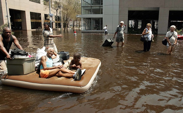 Natural Disaster「Hurricane Katrina Hits Gulf Coast」:写真・画像(17)[壁紙.com]