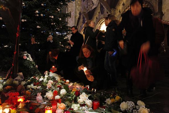 2016 Berlin Christmas Market Attack「Lorry Truck Drives Through Christmas Market In Berlin」:写真・画像(13)[壁紙.com]