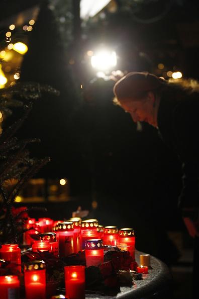 2016 Berlin Christmas Market Attack「Lorry Truck Drives Through Christmas Market In Berlin」:写真・画像(10)[壁紙.com]