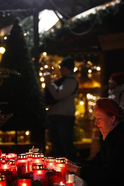2016 Berlin Christmas Market Attack「Lorry Truck Drives Through Christmas Market In Berlin」:写真・画像(14)[壁紙.com]