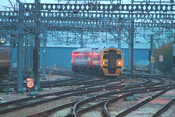North「The small fleet of Class 158/9 units sponsored by West Yorkshire Passenger Transport Executive under the Metro branding is often used for Transpennine services such as this Manchester Victoria - Leeds service approaching Leeds. December 2003.」:写真・画像(9)[壁紙.com]