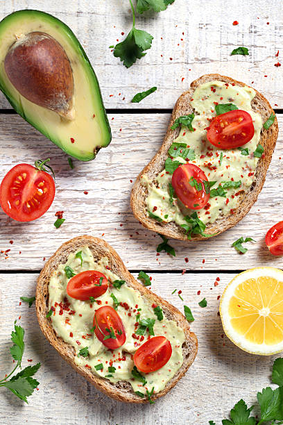 Healthy whole grain bread with avocado:スマホ壁紙(壁紙.com)