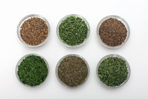 Tarragon「Dried herbs in bowls, close-up」:スマホ壁紙(1)