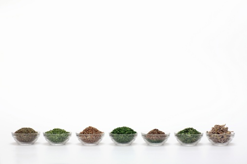 Tarragon「Dried herbs in bowls, close-up」:スマホ壁紙(16)