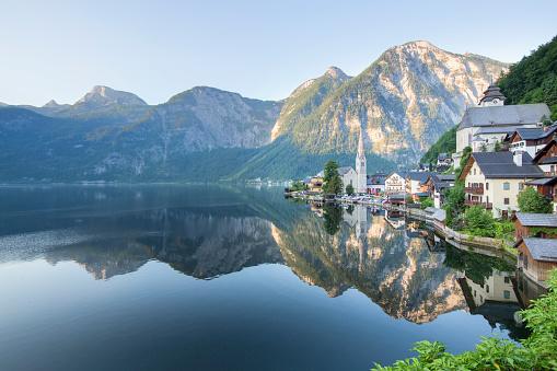 オーストリア「Lakeside Village of Hallstatt in Österreich」:スマホ壁紙(9)