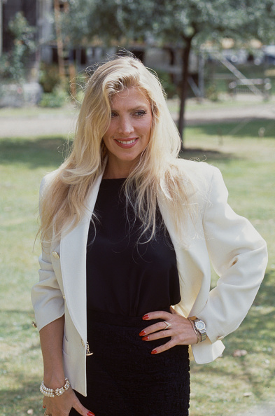White Jacket「Lynsey De Paul」:写真・画像(18)[壁紙.com]