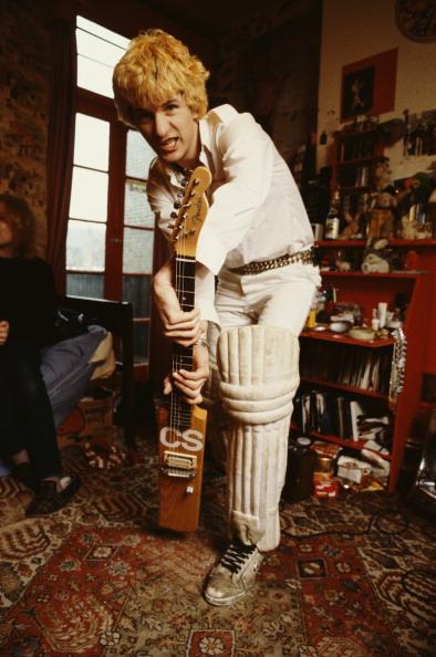 楽器「Sensible's Cricket Bat-Guitar」:写真・画像(11)[壁紙.com]