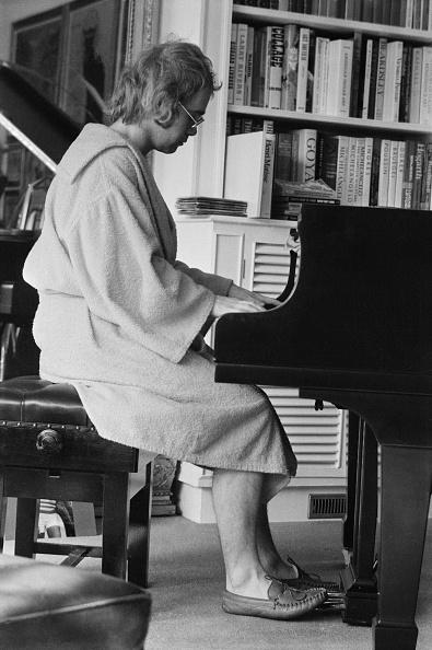 Slipper「Elton John At Home」:写真・画像(4)[壁紙.com]