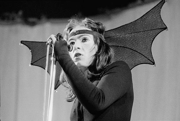 Peter Gabriel In Costume:ニュース(壁紙.com)