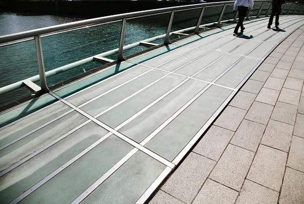 アイルランド リフィー川「James Joyce Bridge crossing River Liffey, Dublin, Ireland 2008 Designed by Santiago Calatrava, this footbridge was opened in 2004」:写真・画像(9)[壁紙.com]