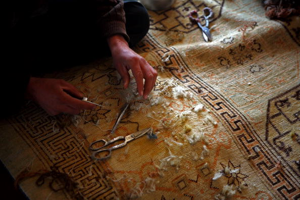 Rug「Afghans Produce Highly Prized Rugs In Kabul」:写真・画像(10)[壁紙.com]