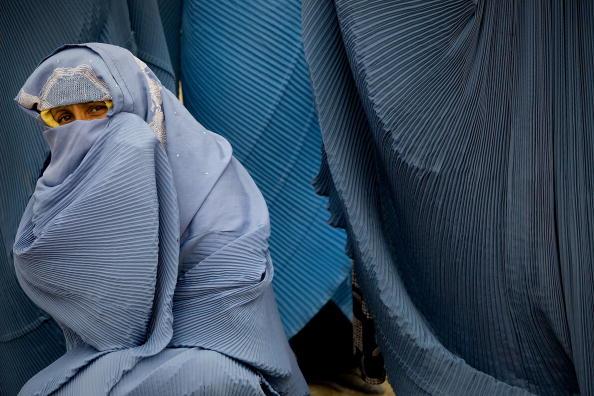 Paula Bronstein「CARE Distributes Winter Rations to Afghan Widows」:写真・画像(6)[壁紙.com]