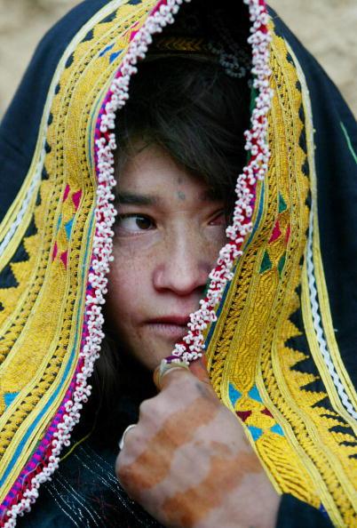 Hiding「People Of Remote Afghan Region Recieve Aid」:写真・画像(2)[壁紙.com]
