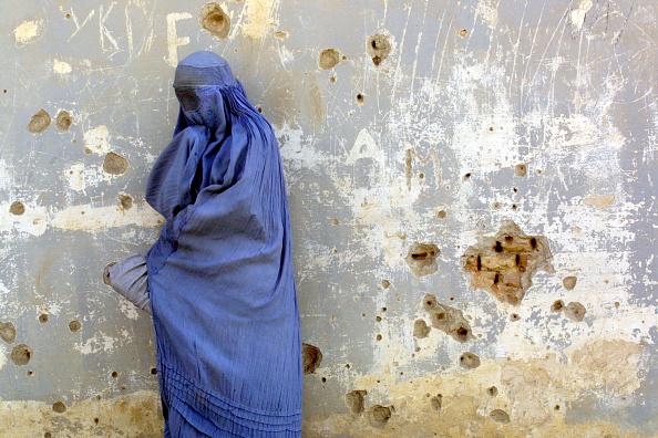 Women「Recovery Efforts in Kabul, Afghanistan」:写真・画像(4)[壁紙.com]