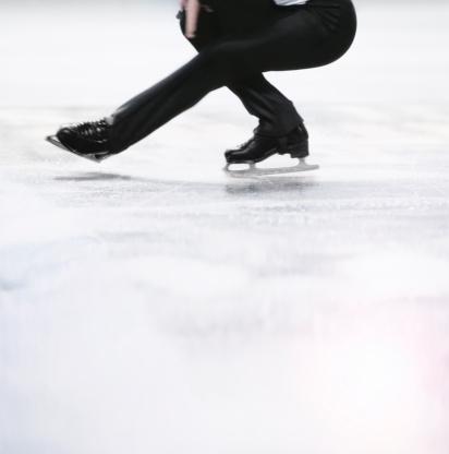 Figure Skating「Male figure skater doing a spin.」:スマホ壁紙(11)