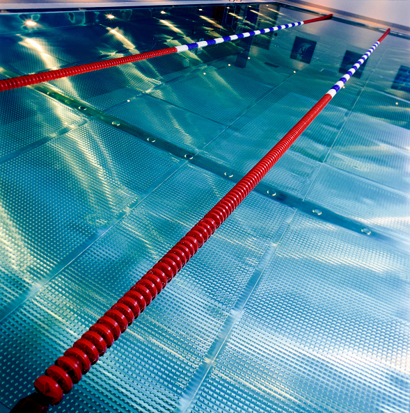 Empty「New swimming pool fitted with stainless steel grid. This new design concept avoids mosaic material which requires more maintenance than steel」:写真・画像(8)[壁紙.com]