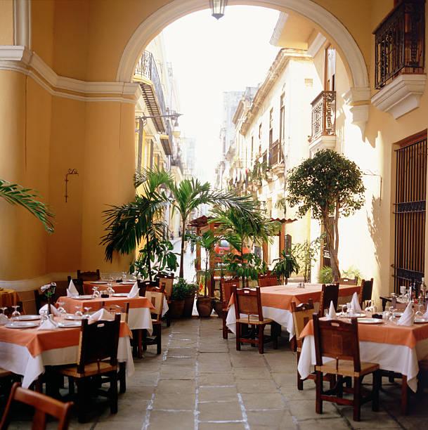 """Outdoor restaurant , Havana , Cuba"":スマホ壁紙(壁紙.com)"