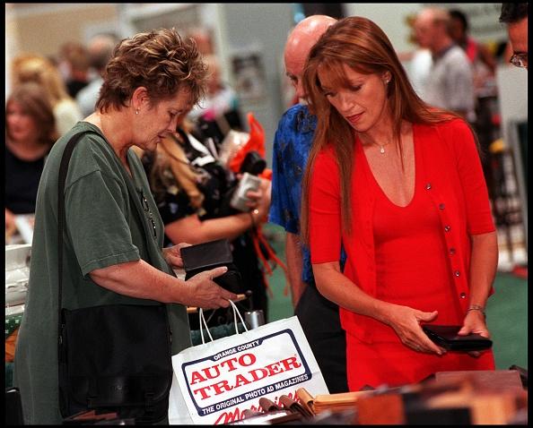 Wallet「Jane Seymour Shopping In Anaheim」:写真・画像(4)[壁紙.com]