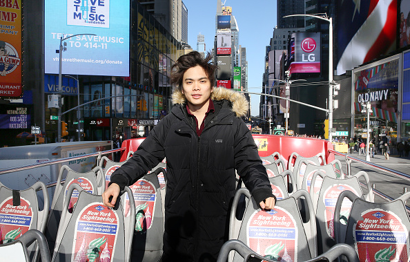 "Double-Decker Bus「Shin Lim, America's Got Talent 2018 Winner and Star of Broadway's The Illusionists, Unveils Ride Of Fame ""Imminent"" Seat」:写真・画像(2)[壁紙.com]"