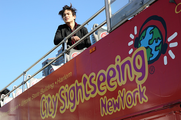 "Double-Decker Bus「Shin Lim, America's Got Talent 2018 Winner and Star of Broadway's The Illusionists, Unveils Ride Of Fame ""Imminent"" Seat」:写真・画像(0)[壁紙.com]"