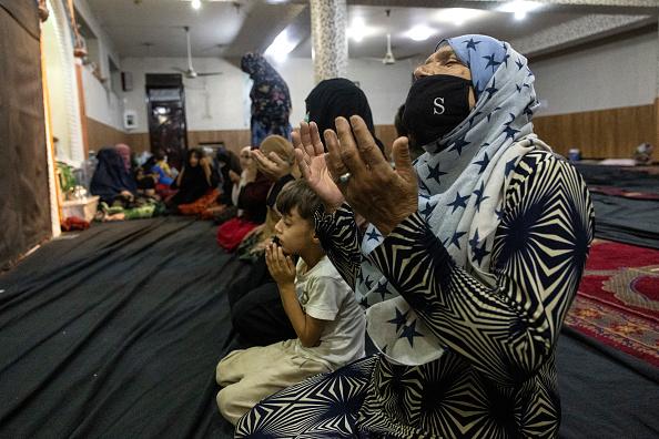 Women「More Displaced Afghans Arrive In Kabul As Taliban Gains Ground」:写真・画像(11)[壁紙.com]
