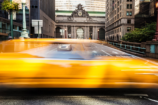 Park Avenue「Yellow cab traffic in NYC in front of Grand Central」:スマホ壁紙(11)