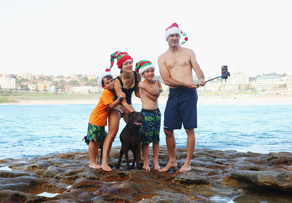 Photography Themes「People Celebrate Christmas At Bondi Beach」:写真・画像(0)[壁紙.com]