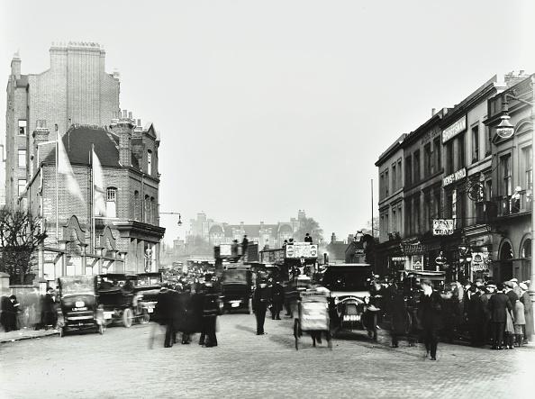 1910-1919「Busy Street By Stamford Bridge Stadium, (Chelsea Football Ground), Fulham, London, 1912」:写真・画像(1)[壁紙.com]