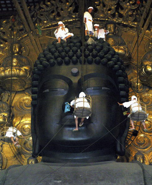 Great Buddha Hall - Nara「Buddha at Todaiji Temple Is Cleaned Ahead Of Festival」:写真・画像(19)[壁紙.com]