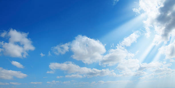 sunshine in clean sky:スマホ壁紙(壁紙.com)